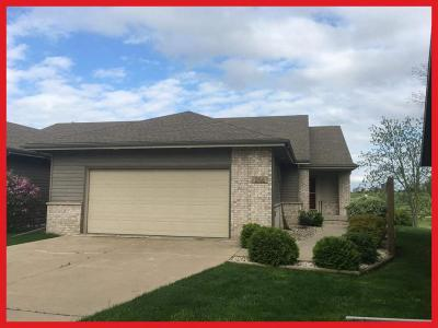 Lake Mills Single Family Home For Sale: 206 Bayfield Way