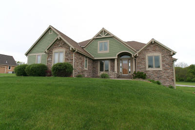 Waukesha Single Family Home For Sale: W270s3831 Heather Dr