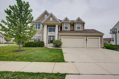 West Bend Single Family Home Active Contingent With Offer: 714 Creekwood Dr
