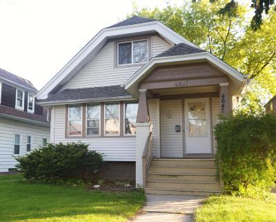 Milwaukee Single Family Home For Sale: 4647 W Medford Ave