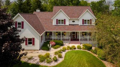 West Bend Single Family Home For Sale: 1224 Vine Pl