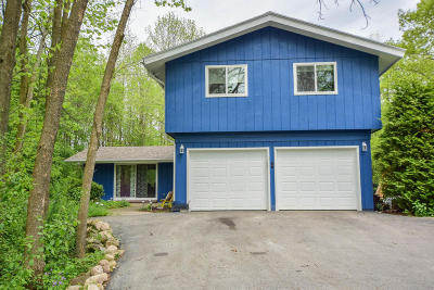 Mequon Single Family Home Active Contingent With Offer: 12616 N River Forest Dr
