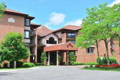 Glendale Condo/Townhouse For Sale: 1600 W Green Tree Rd #211
