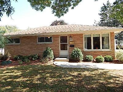 Menomonee Falls WI Single Family Home For Sale: $199,500