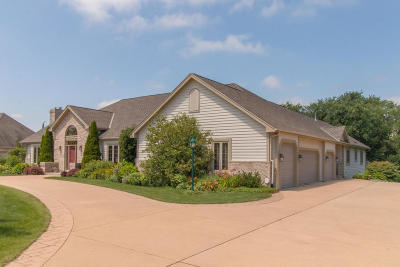 Racine County Single Family Home For Sale: 5740 Woodland Hills Dr