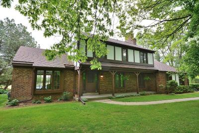 Hartford Single Family Home Active Contingent With Offer: 1040 Kings Rd