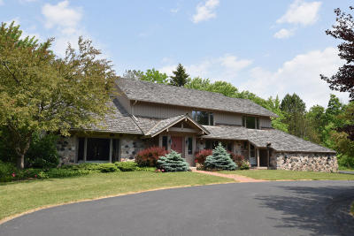 Ozaukee County Single Family Home For Sale: 10559 N Fairway Ln