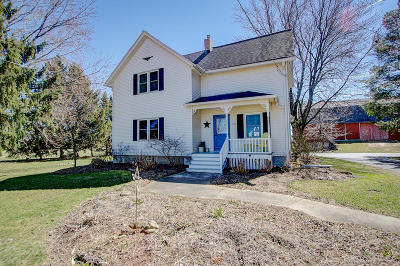 Jackson WI Single Family Home Active Contingent With Offer: $399,900
