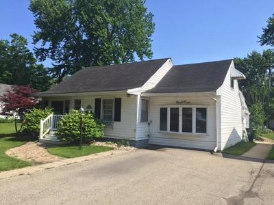 Fort Atkinson Single Family Home Active Contingent With Offer: 105 Talcott Ave