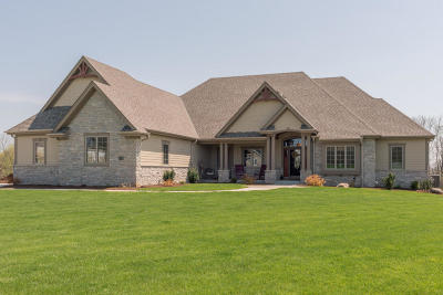 Cedarburg Single Family Home Active Contingent With Offer: 9365 Stonegate Rd