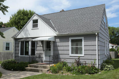 Milwaukee Single Family Home Active Contingent With Offer: 3035 N 81st St