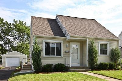 Milwaukee Single Family Home Active Contingent With Offer: 4513 W Sumac Pl