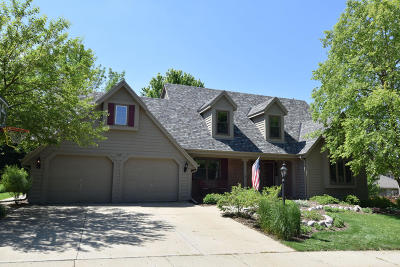 Waukesha Single Family Home For Sale: 1219 Woodview Dr