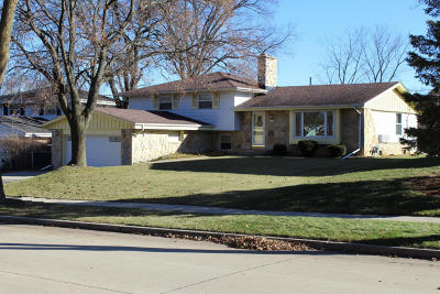 West Allis Single Family Home For Sale: 3212 S 122nd St