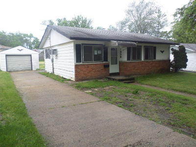 Waukesha Single Family Home Active Contingent With Offer: 1939 Sherryl Ln