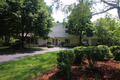 Brookfield Single Family Home For Sale: 18285 Carriage Ct
