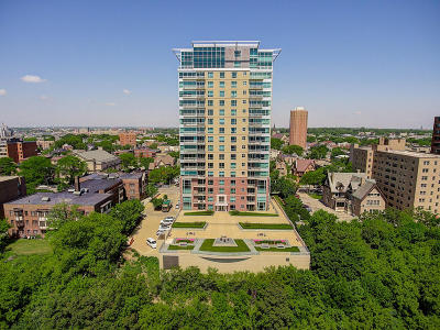 Milwaukee Condo/Townhouse Active Contingent With Offer: 1522 N Prospect Ave #205
