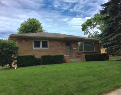 West Allis Single Family Home Active Contingent With Offer: 9618 W Arthur Ave