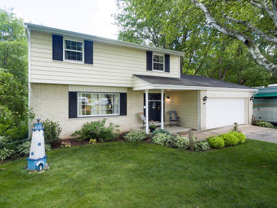 Cedarburg Single Family Home For Sale: 898 Granville Rd
