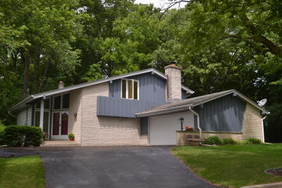 Sussex Single Family Home For Sale: W242n6327 Oak Dr