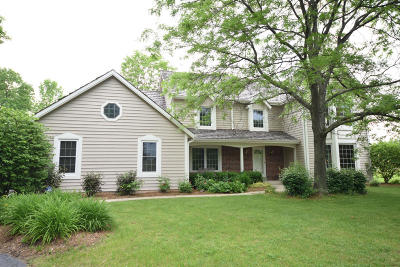 Mequon Single Family Home For Sale: 3110 W Woodfield Dr