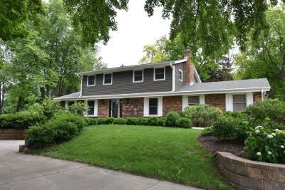 Mequon Single Family Home For Sale: 11550 N Meadowbrook Dr
