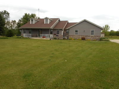 West Bend Single Family Home For Sale: 4747 Whitetail Trl