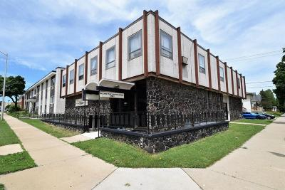 West Allis WI Multi Family Home For Sale: $524,900