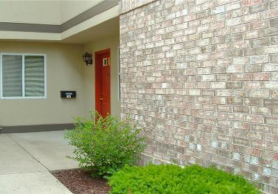 Glendale Condo/Townhouse Active Contingent With Offer: 500 W Bender Rd #104