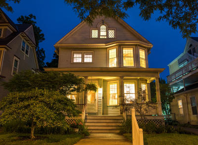 Milwaukee Single Family Home Active Contingent With Offer: 2710 N Downer Ave