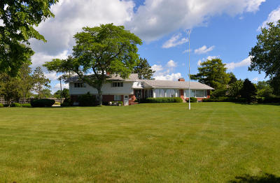 Racine County Single Family Home For Sale: 3941 Lighthouse Dr