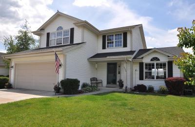 Waukesha Single Family Home For Sale: 2324 Kestrel Ln