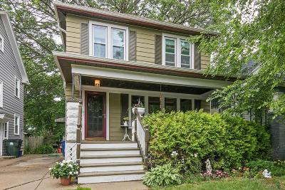 Shorewood Single Family Home For Sale: 2111 E Jarvis St