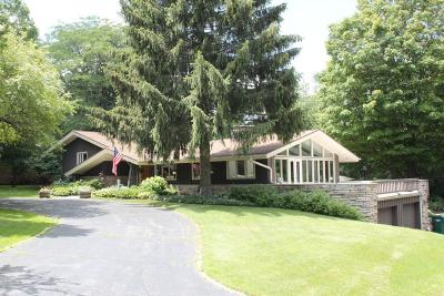 Mequon Single Family Home Active Contingent With Offer: 11033 N Crestline Rd