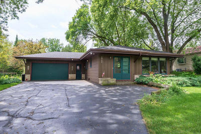 Brookfield Single Family Home Active Contingent With Offer: 12765 Robinwood St