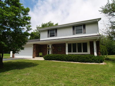 Mequon Single Family Home For Sale: 12206 W Shawnee Pass