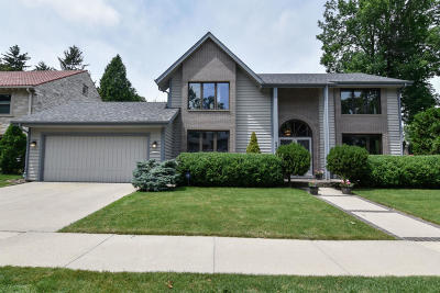 Whitefish Bay Single Family Home Active Contingent With Offer: 4961 N Bartlett Ave