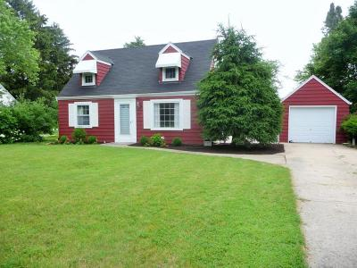 Brookfield Single Family Home Active Contingent With Offer: 1220 Apple Tree Ln