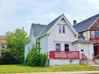 Milwaukee Single Family Home For Sale: 2370 N Holton St