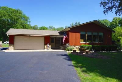 Cedarburg Single Family Home For Sale: 4902 Lakefield Rd