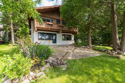 West Bend Single Family Home For Sale: 1359 Lakeview Rd