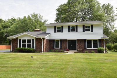 Mequon Single Family Home Active Contingent With Offer: 2029 W Lilac Ln