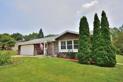 Brookfield Single Family Home For Sale: 4680 Lincrest Dr