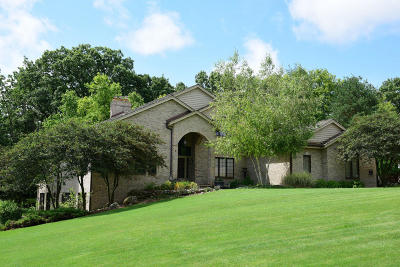 Waukesha County Single Family Home For Sale: N17w30711 Woodland Hill Dr