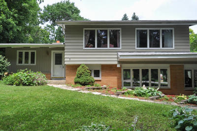 Brookfield Single Family Home For Sale: 17830 Maple Tree Lane