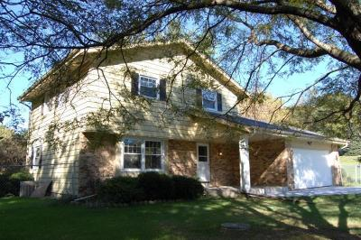 Waukesha Single Family Home Active Contingent With Offer: W250 S4507 Center Rd