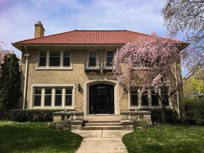 Milwaukee Single Family Home Active Contingent With Offer: 3375 N Summit Ave