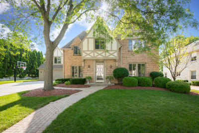 Whitefish Bay Single Family Home For Sale: 6300 N Berkeley Blvd