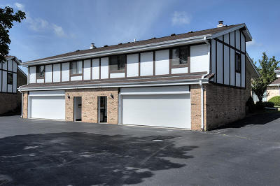 Cedarburg Condo/Townhouse Active Contingent With Offer: W53n115 McKinley Ct