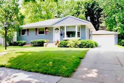 Cedarburg WI Single Family Home Active Contingent With Offer: $215,000